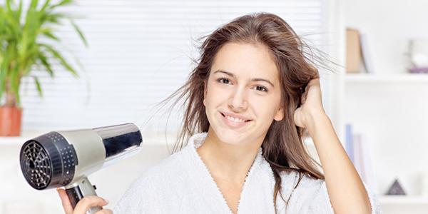 髪のダメージを軽減する! 正しいドライヤーのかけ方