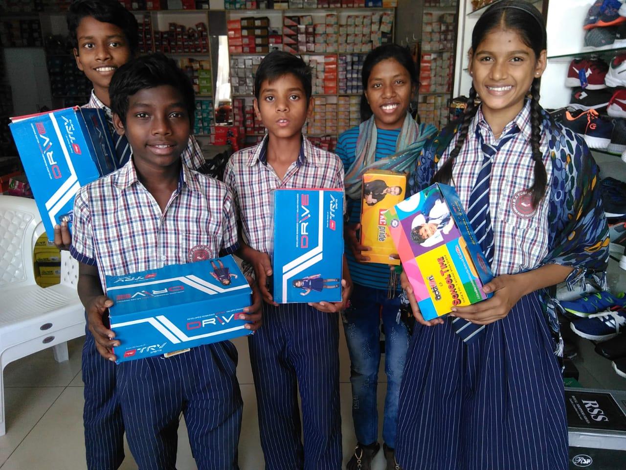 インドの孤児院の子供立ち