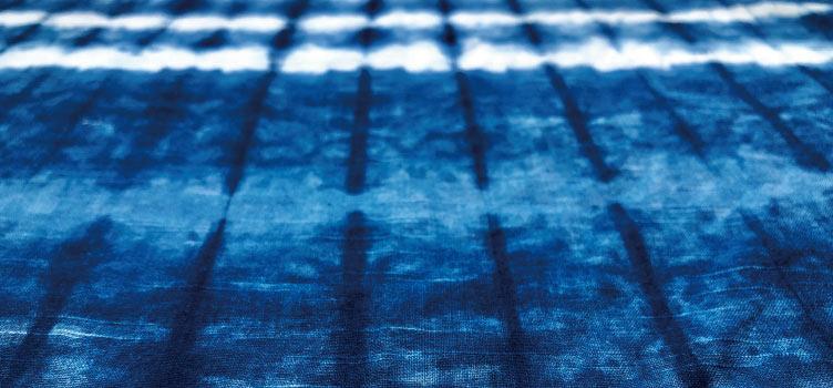 藍染めの布